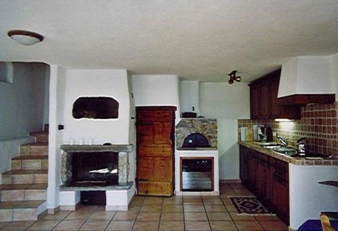 Erdgeschoss mit Küche, Cheminée und Pizzaofen