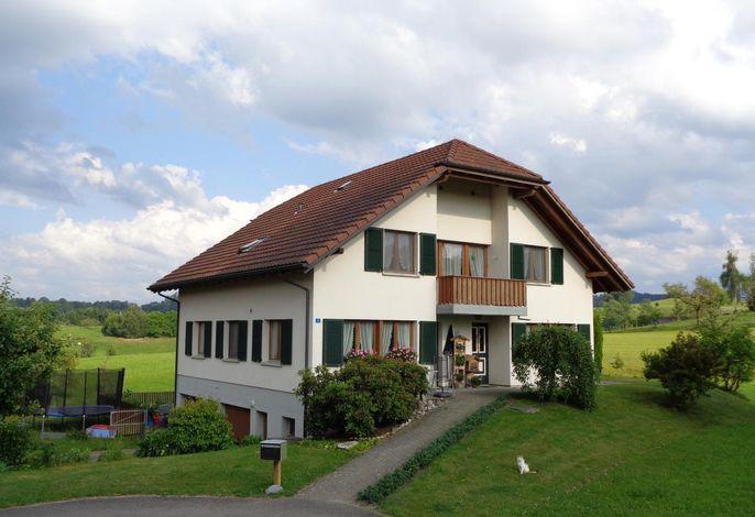 Haus mit Trampolin