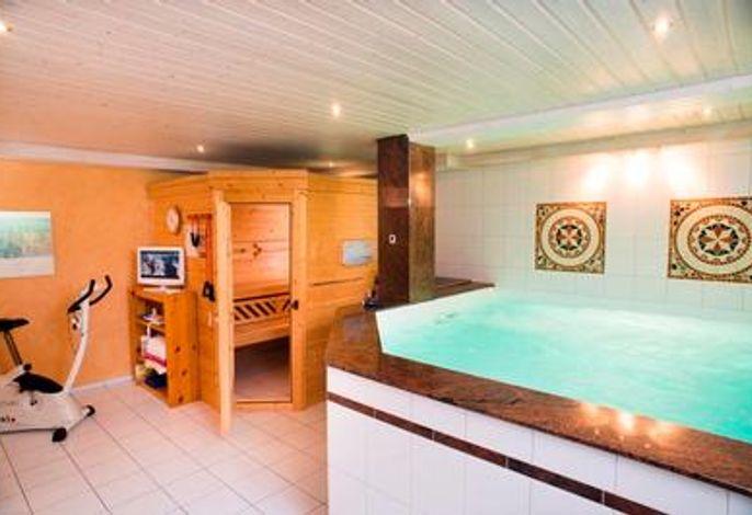 Sauna + Schwimmbecken