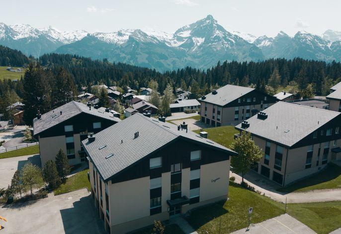 Apartmentgebäude von Aussen mit Aussicht