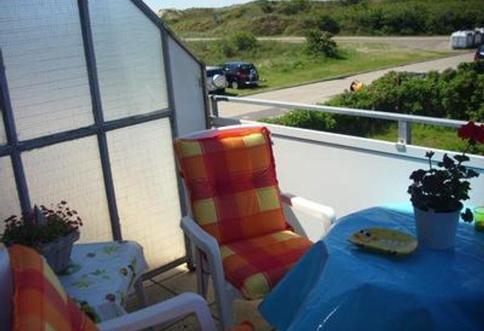 Balkon mit Blick in den Dünen und Aufgang zum Südstrand