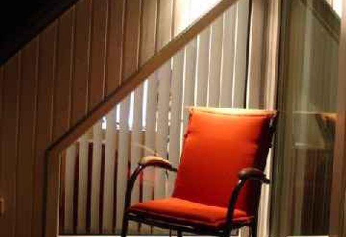 Ferienwohnung komfortabel mit großer Südterrasse,sonnig, hell, sehr sauber, sehr ruhig und überkomplett modern ausgestattet