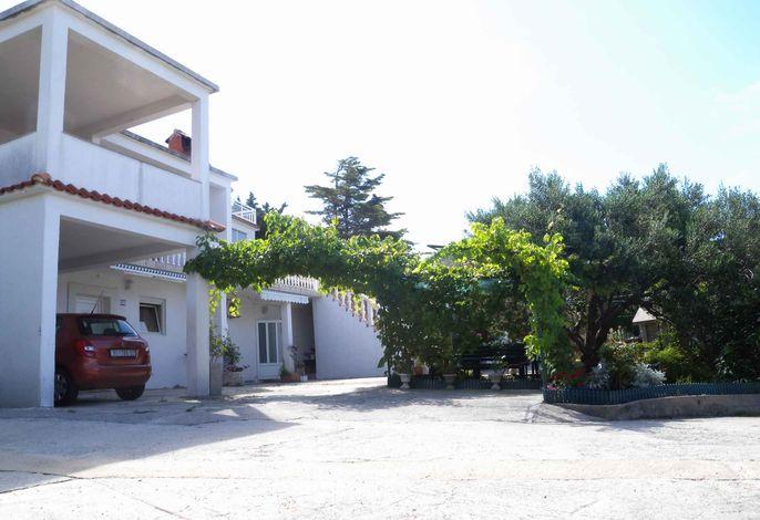 Ferienwohnung mit 25 qm Terrasse und Gartendusche