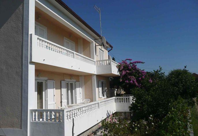 Ferienwohnung mit Terrasse und 3 Badezimmern