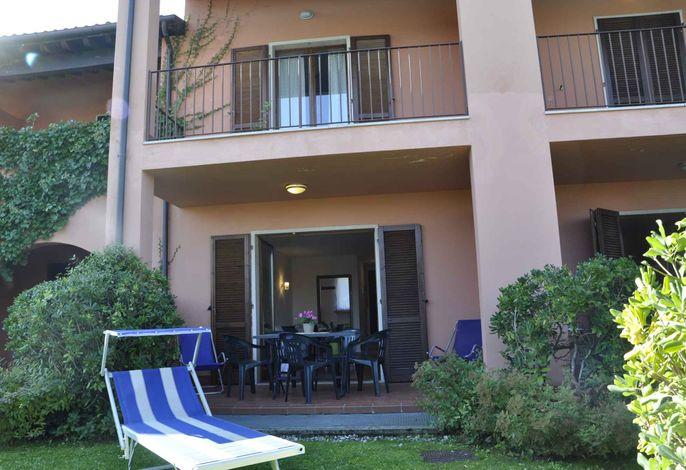 Ferienwohnung con terrazza e piscina esterna
