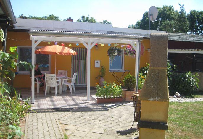 Ferienwohnung mit Kamin und überdachter Terrasse