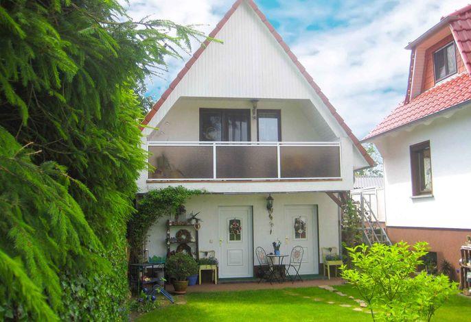 Ferienhaus mit Balkon, Terrasse und Garten