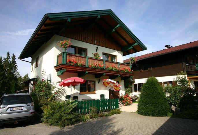 Ferienhaus mit Grillmöglichkeit und Kinderspielplatz