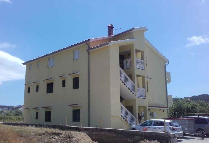 Ferienwohnung mit 4 Bäder und Balkon für Familien