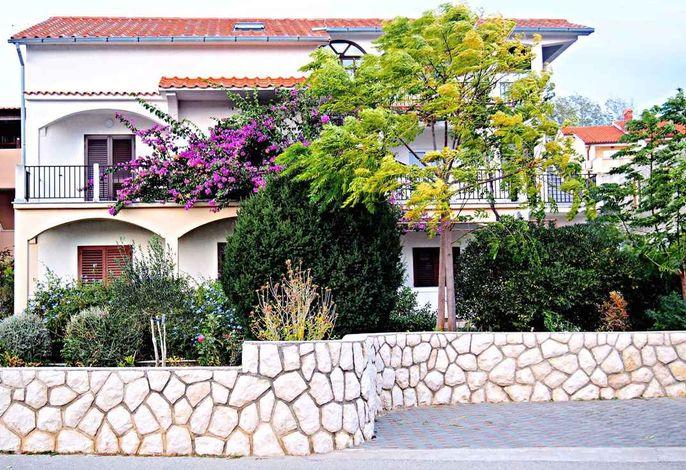 Ferienwohnung mit Terrasse und Balkon