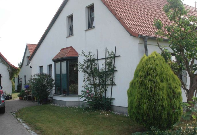 Ferienhaus mit Garten und Terrasse, 800 m zum Strand