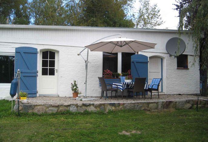 Ferienhaus mit Terrasse und großer Sonnenwiese