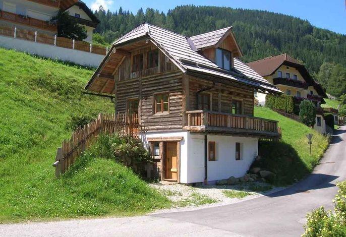 Ferienhaus mit Terrasse und Balkon