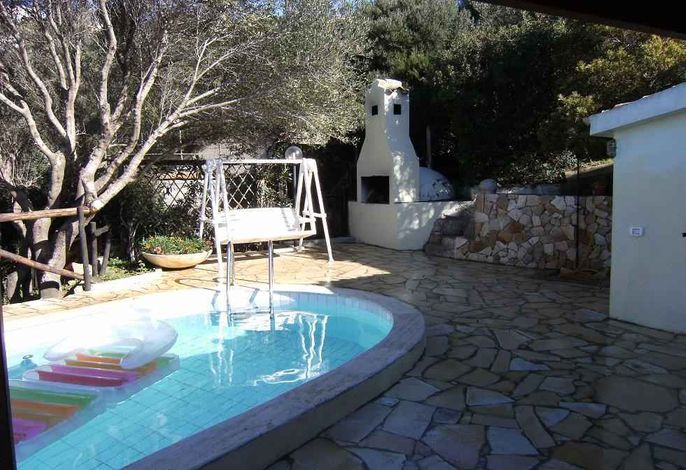 Ferienhaus with air conditioning, BBQ and outdoor pool