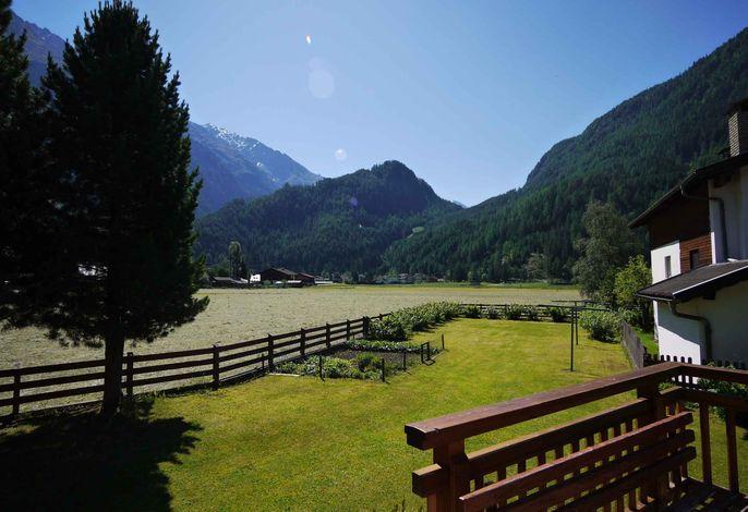 Ferienwohnung mit Tiroler Stube mit Kachelofen und Geschirrspüler