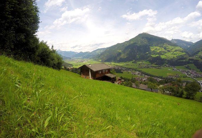 Ferienhaus mit überdachter Terrrasse am Wald mit wunderschönem Panoramablick direkt an der Skipiste