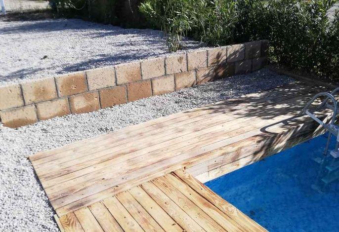 Ferienhaus komplett umgezäunt mit Pool