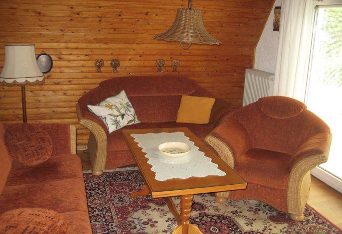 Finnhütte reetgedeckt mit Grillterrasse und Garten