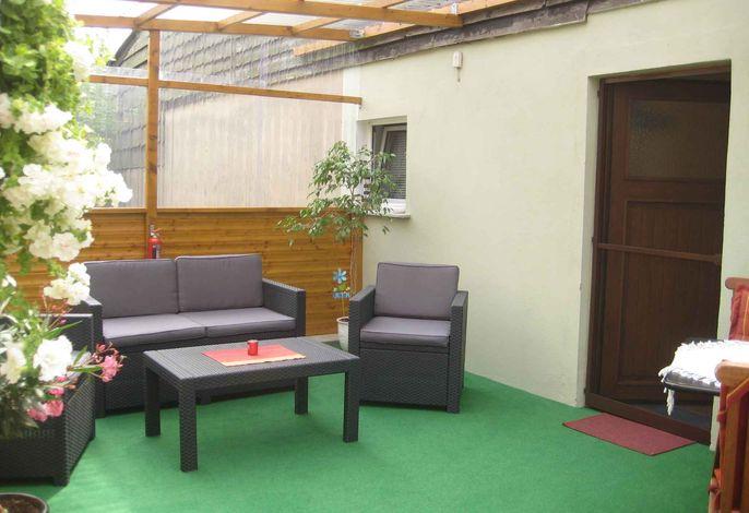 Studio mit überdachter Terrasse und Grillmöglichkeit