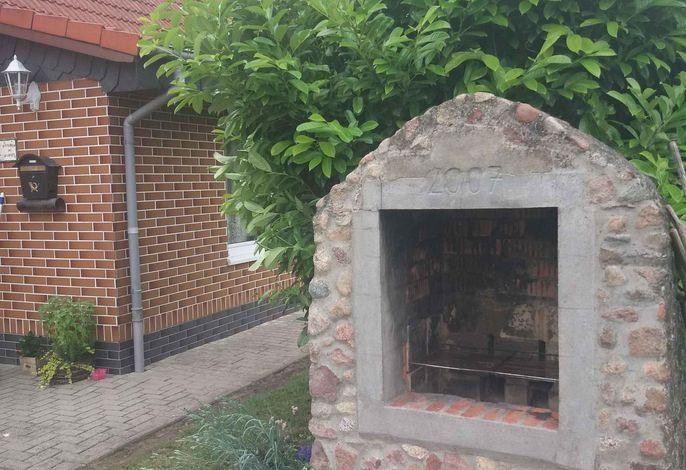 Studio mit Grillmöglichkeit im Garten