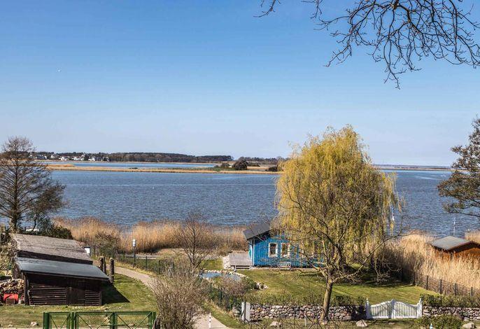 Ferienhaus mit Blick auf das Achterwasser