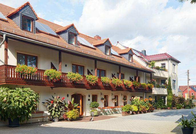 Hotelansicht vom Hof