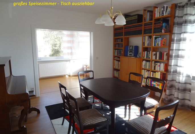 Speisezimmer - Ansicht 1 mit Durchgang zur Lese- oder Spielecke