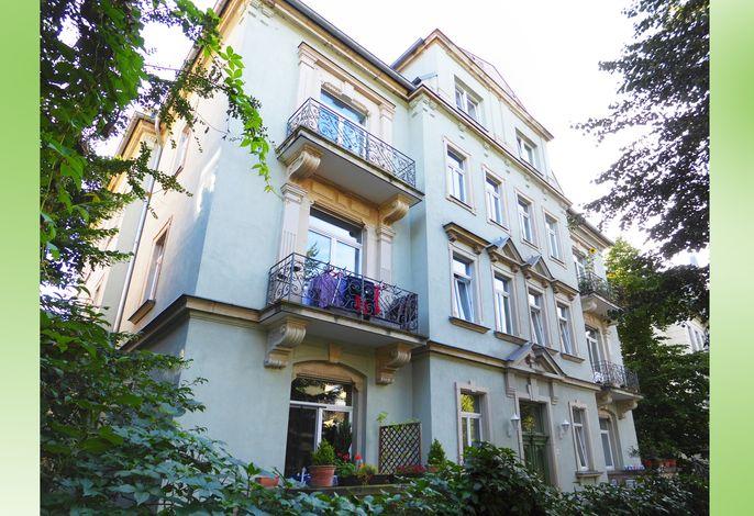 Typische Dresdner Mietvilla von 1896 - hier befindet sich die Wohnung