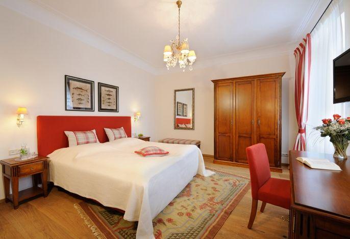 Hotel Gut Ising - Doppelzimmer Classic im Biedermeierhaus
