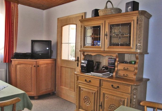 Aufenthalts- und Frühstücksraum mit TV