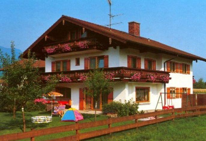 Das Haus Kiermeier in Anger mit einem herrlichen Garten und einer wunderbaren Aussicht in die Natur!