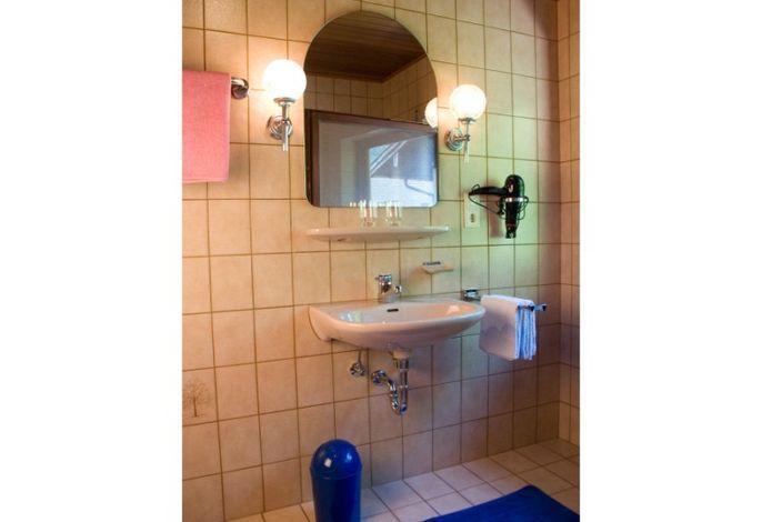 Dusche-WC für zubuchbares Doppelzimmer