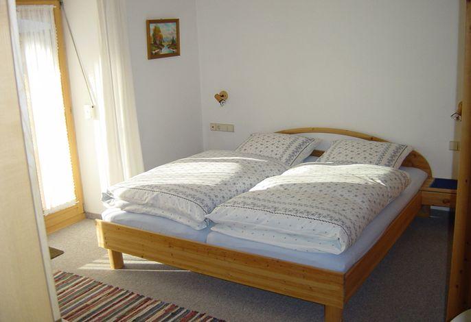 Schlafzimmer der Wohnung im Erdgeschoß der Ferienwohnung Contardo
