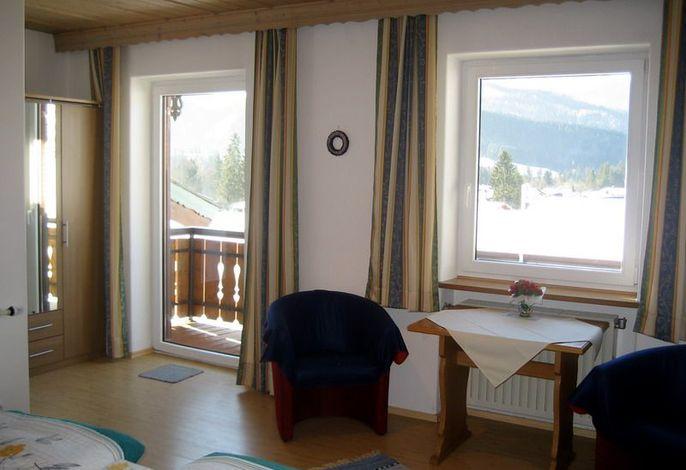 Sitzecke im Schlafzimmer der Ferienwohnung Kaiserblick