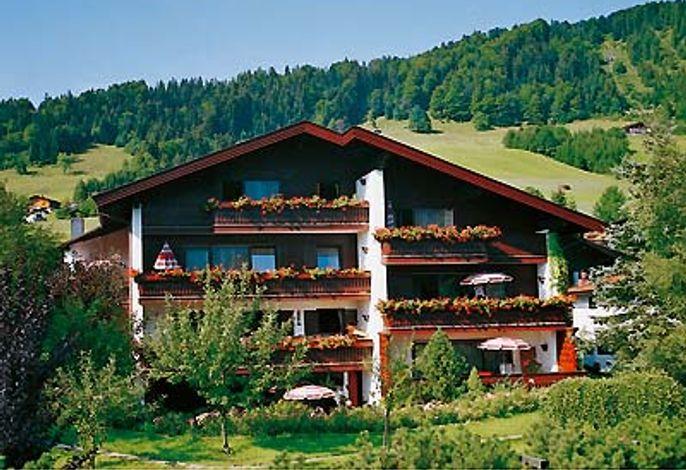 Das Gästehaus Hellwig im Sommer