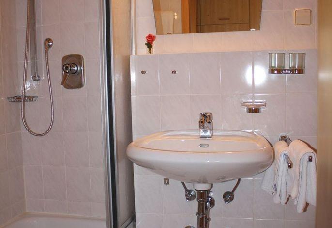 Badezimmerbeispiel im Haus Alpenlicht
