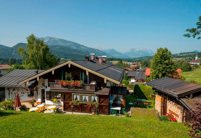 Haus mit Blick aufs Dorf.jpg