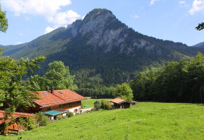 Hausansicht mit Blick in die Berge