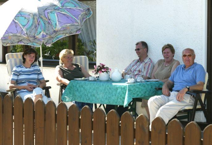 Kaffeerunde auf der Terrasse