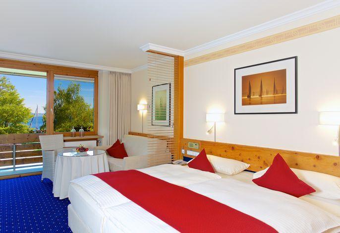 Yachthotel Chiemsee Doppelzimmer Seeseite - Zimmerbeispiel