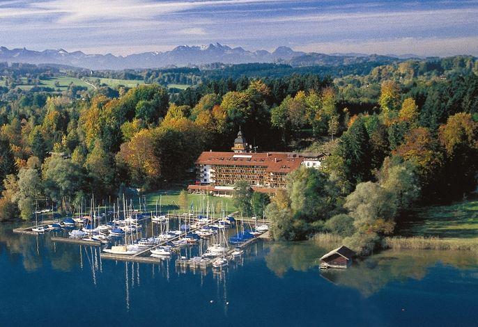 Luftbild Yachthotel Chiemsee.jpg