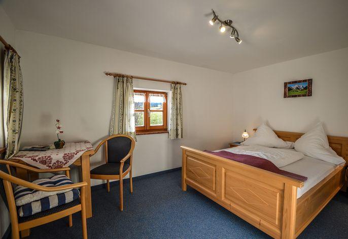 Zimmer 3 mit französischem Bett