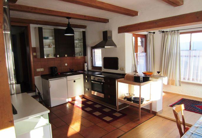 Küche mit Aufgang zum Bad und Schlafzimmer