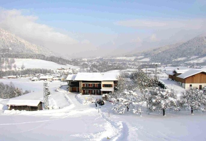 Unser Haus im Winter, Skilift nur wenige Gehminuten entfernt