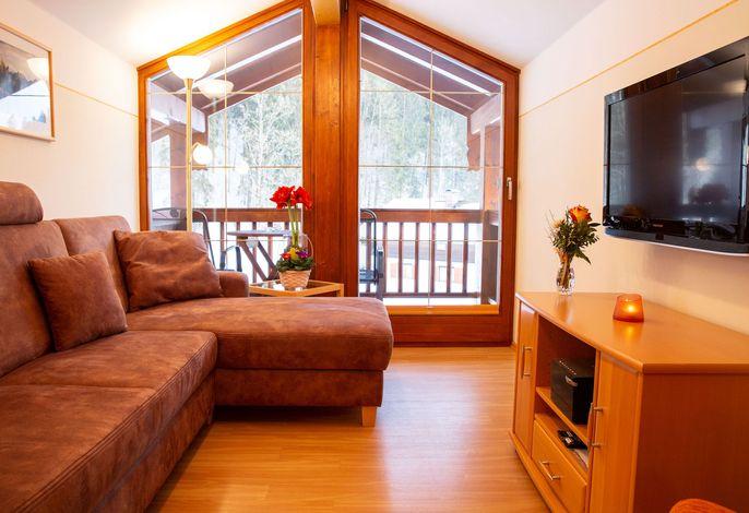 Wohnbereich mit Blick zum Balkon