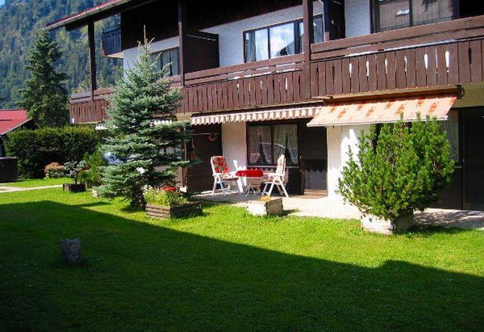 Terrasse und Liegewiese vor dem Appartement Unterbergblick