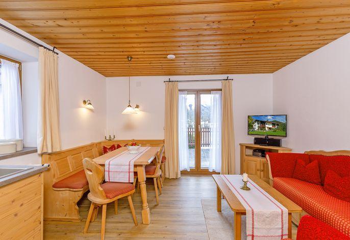 die Wohnküche mit Terrassenzugang