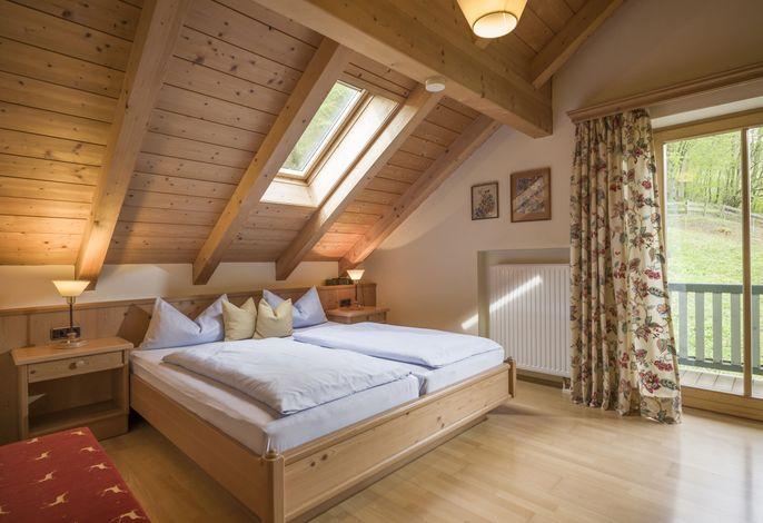 Schlafzimmer in der Feriewohnung im zweiten Obergeschoss