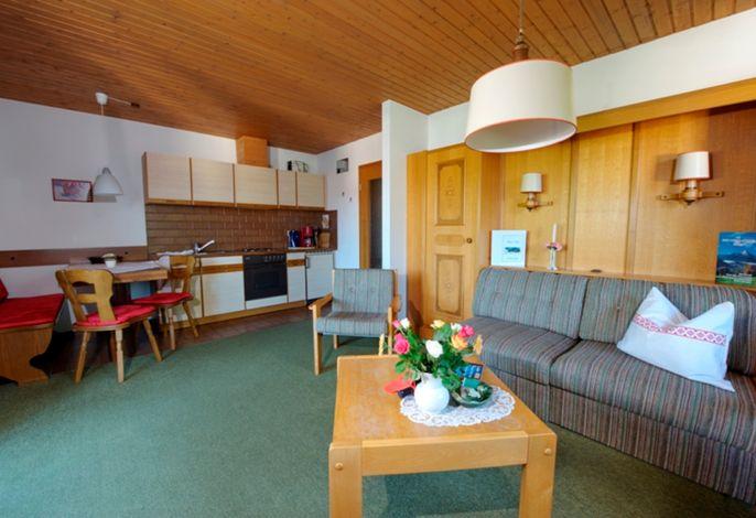 Wohnbereich mit Küche Fereinwohnung Untersbergblick Nr. 3