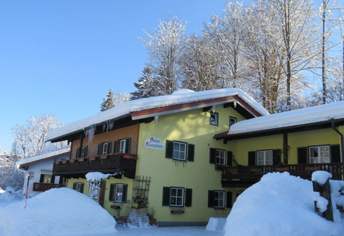 Haus Klausner im Winterkleid